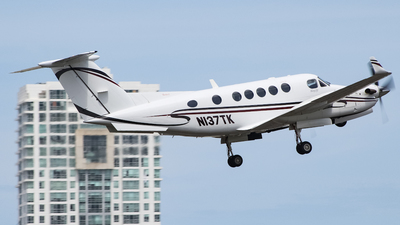 N137TK - Beechcraft 200 Super King Air - Private