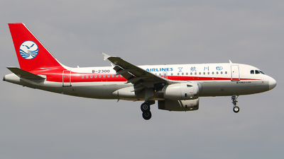 A picture of B2300 - Airbus A319133 - Sichuan Airlines - © Li Ruixiang