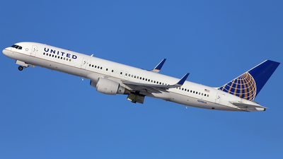 A picture of N598UA - Boeing 757222 - United Airlines - © Len Schwartz