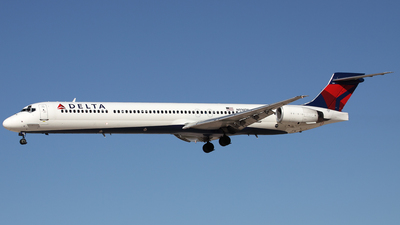 N916DL - McDonnell Douglas MD-88 - Delta Air Lines
