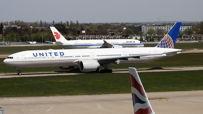 A picture of N2846U - Boeing 777322(ER) - United Airlines - © subing27