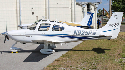 N925PW - Cirrus SR22 - White Air