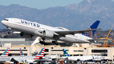 A picture of N215UA - Boeing 777222 - United Airlines - © Diego Mancilla.