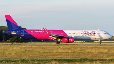 A picture of HALXI - Airbus A321231 - Wizz Air - © Debregabor