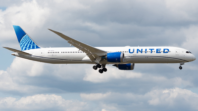 A picture of N12010 - Boeing 78710 Dreamliner - United Airlines - © Chris Popovich