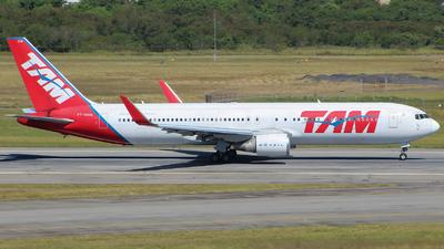 A picture of PTMSW - Boeing 767316(ER) - LATAM Airlines - © Eduardo Jeppesen / GIG ao vivo