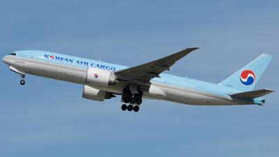A picture of HL8252 - Boeing 777FB5 - Korean Air - © Raoul Andries