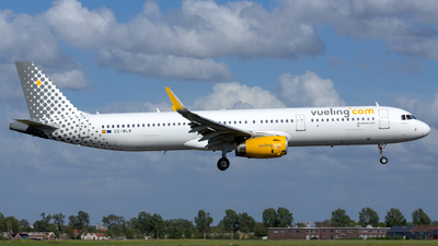EC-MLM - Airbus A321-231 - Vueling