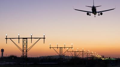 LEBL - Airport - Runway