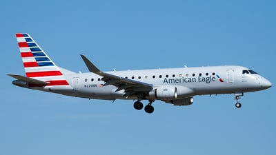A picture of N229NN - Embraer E175LR - American Airlines - © Eric Siebeneicher