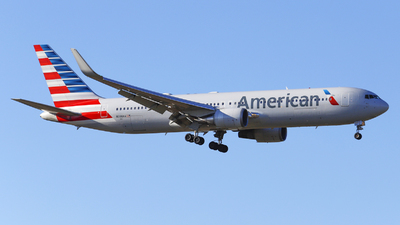 N390AA - Boeing 767-323(ER) - American Airlines