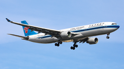 A picture of B5965 - Airbus A330323 - China Southern Airlines - © Nishinomiya