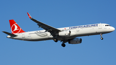 A picture of TCJSU - Airbus A321231 - Turkish Airlines - © Kayra D.