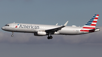 A picture of N121AN - Airbus A321231 - American Airlines - © TOMBARELLI FEDERICO