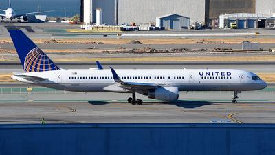 N13110 - Boeing 757-224 - United Airlines