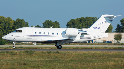 N32UC - Bombardier CL-600-2B16 Challenger 604 - Private