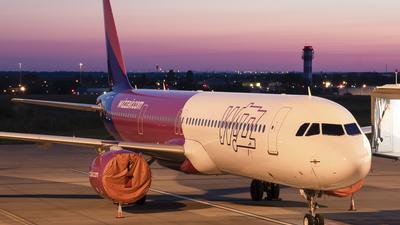 A picture of HALVI - Airbus A321271NX - Wizz Air - © bencekohutovics