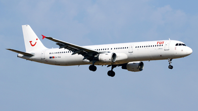 CS-TKU - Airbus A321-211 - TUI (Galistair (White Airways))