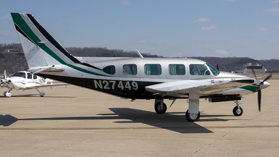 N27449 - Piper PA-31-325 Navajo C/R - Private