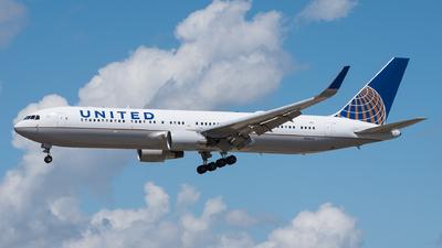 N684UA - Boeing 767-3CB(ER) - United Airlines