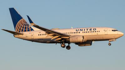 N33714 - Boeing 737-724 - United Airlines