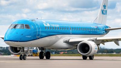 A picture of PHEZK - Embraer E190STD - KLM - © Bartosz Glasek