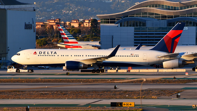 A picture of N1602 - Boeing 767332(ER) - Delta Air Lines - © Rocky Wang