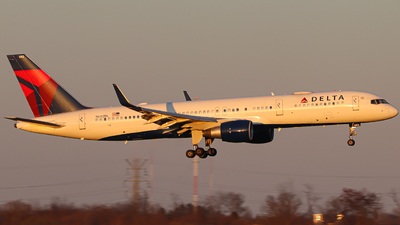 A picture of N692DL - Boeing 757232 - Delta Air Lines - © Kass Betas