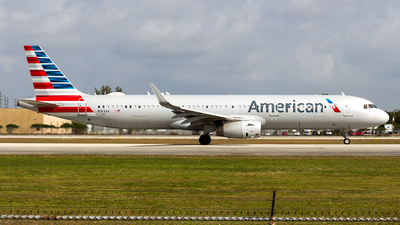A picture of N163AA - Airbus A321231 - American Airlines - © Sotos