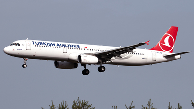 A picture of TCJRD - Airbus A321231 - Turkish Airlines - © PAUL LINK