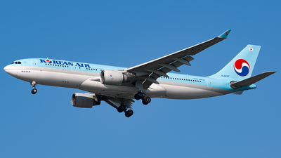 A picture of HL8227 - Airbus A330223 - Korean Air - © YunHyeokChoi