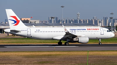 A picture of B1051 - Airbus A320214 - China Eastern Airlines - © Deutsch lighting II