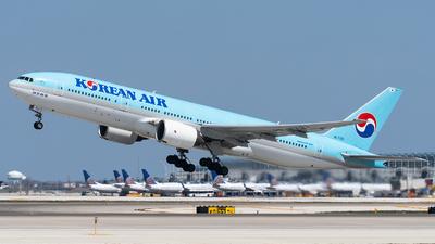 A picture of HL7721 - Boeing 7772B5(ER) - Korean Air - © bill wang