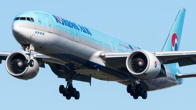 HL8010 - Boeing 777-FB5 - Korean Air Cargo