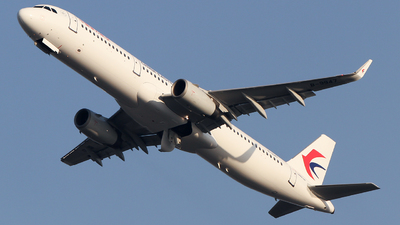 A picture of B9947 - Airbus A321231 - China Eastern Airlines - © ceci wong