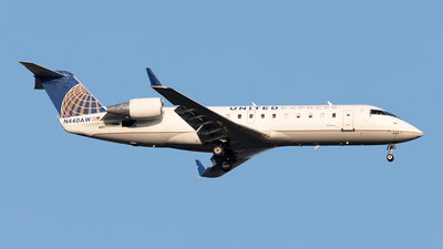 A picture of N440AW - Mitsubishi CRJ200LR - United Airlines - © Yixin Chen