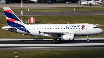 A picture of PTTMO - Airbus A319132 - LATAM Airlines - © Felipe Oliveira - oliver_spotting