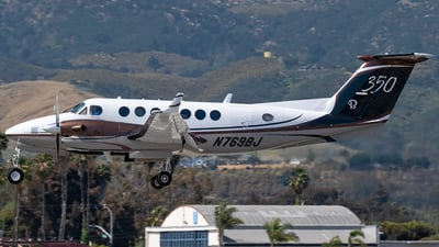A picture of N769BJ - Beech 300 Super King Air 350 - [FL156] - © Ricky Teteris