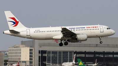 A picture of B2335 - Airbus A320214 - China Eastern Airlines - © Lixing Moo