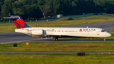 A picture of N930AT - Boeing 717231 - Delta Air Lines - © Elliott F Martin