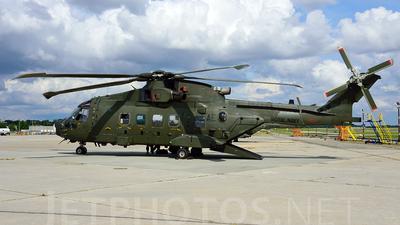 ZJ998 - Agusta-Westland Merlin HC.3A - United Kingdom - Royal Navy