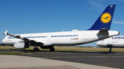 A picture of DAIRH - Airbus A321131 - Lufthansa - © Debregabor