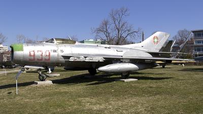939 - Mikoyan-Gurevich Mig-19PM Farmer D - Bulgaria - Air Force