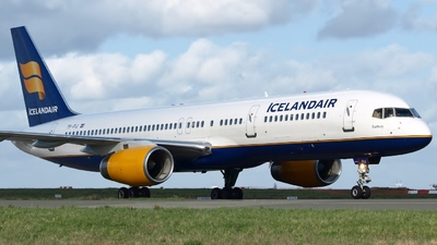 A picture of TFFIJ - Boeing 757208 - Icelandair - © jeanbaptiste eric