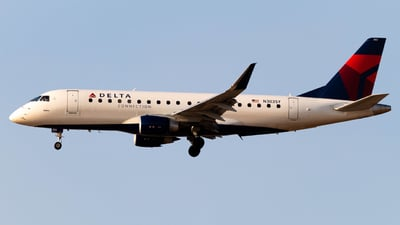 A picture of N303SY - Embraer ERJ175LL - Delta Air Lines - © Logan Fransted