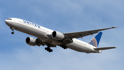 A picture of N2140U - Boeing 777322(ER) - United Airlines - © Mingfei S