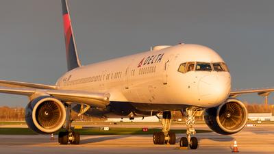 N654DL - Boeing 757-232 - Delta Air Lines