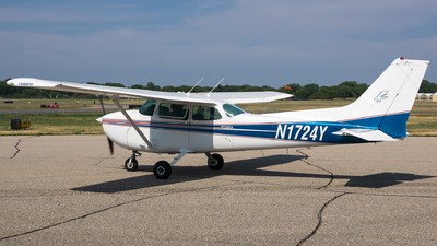 N1724Y - Cessna 172N Skyhawk II - Private