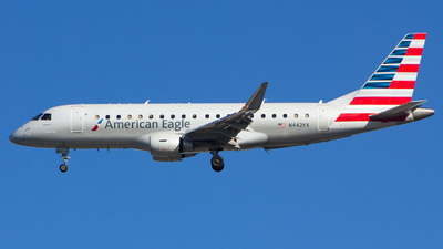 A picture of N442YX - Embraer E175LR - American Airlines - © Xiamen Air 849 Heavy