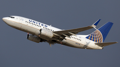 A picture of N24736 - Boeing 737724 - United Airlines - © Len Schwartz